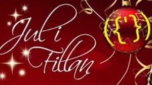 Röd bild med stjärnor och julgranskulor och texten Jul i fittan